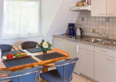Küchenzeile und Essecke