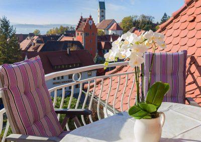 Auf dem Balkon der Wohnung im 2. Stock - Blick über Meersburg und den Bodensee