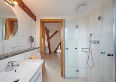 WC und Dusche bodeneben