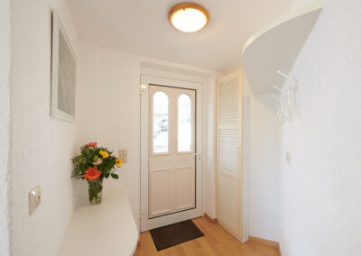 Der helle, freundliche Eingangsbereich